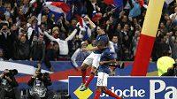 Samir Nasri oslavuje proměněnou penaltu, která poslala Francii na Euro