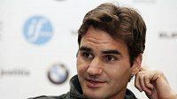 Roger Federer na tiskové konferenci.