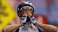 Jezdec stáje Saxo Bank Frank Schleck se raduje z vítězství v 17. etapě Tour de France.