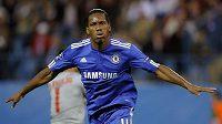 Útočník Chelsea Didier Drogba se raduje z branky. Případnou trefu v Marseille by asi moc neslavil...