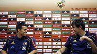 Fotbalisté Španělska Pedro Rodriguez (vlevo) a Javi Martinez