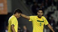 Nešťastní Brazilci po prohře s Paraguayí.