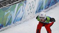 Český skokan na lyžích Jakub Janda během kvalifikace na střední můstek na OH ve Vancouveru