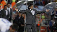 Trenér Argentiny Diego Maradona při utkání proti Řecku.