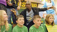Jamajský sprinter Usain Bolt se po Zlaté tretře setkal v Praze s mladými atlety.
