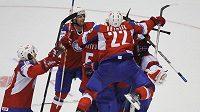 Radost hokejistů Norska po výhře nad Švédskem