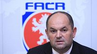 Předseda Fotbalové asociace ČR Miroslav Pelta