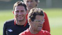 Kouč Fabio Capello s Frankem Lampardem na pondělním tréninku anglické reprezentace.