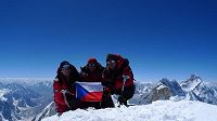na vrcholu Gasherbrumu II. Zleva Radek Jaroš, Libor Uher a Petr Mašek.