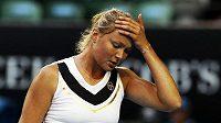 Dinara Safinová během utkání s Clijstersovou na Australian Open