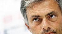 Trenér Realu Jose Mourinho na páteční tiskové konferenci.