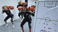 Fotbalisté Slavie zahájili zimní přípravu - zleva vpředu Adam Hloušek a Tijani Belaid.
