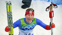 Bronzový Lukáš Bauer v cíli závodu na 15 kilometrů bruslením