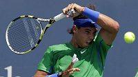 Rafael Nadal nastoupil k utkání se zabandážovanými prsty.