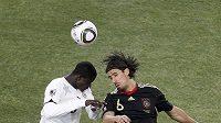 Sami Khedira (vpravo) během utkání MS v Jihoafrické republice.