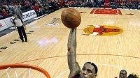 Megastar Miami LeBron James byl v Chicagu k nezastavení.