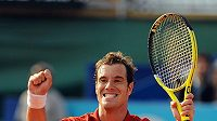 Francouzský tenista Richard Gasquet se raduje z vítězství na turnaji v Nice.