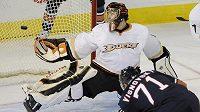 Lubomír Višňovský před brankou Anaheimu, nyní už je sám hráčem Ducks