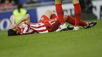 Tomáš Ujfaluši nemůže uvěřit, že pro něj utkání předčasně skončilo...