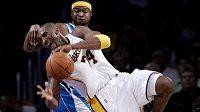 Kobe Bryant nemusel předvést další čtyřicetibodové představení, aby si úřadující šampioni basketbalové NBA Los Angeles Lakers připsali další výhru.