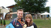 Mattovi gratulovala Kateřina Emmons v pondělí ke zlatu a bronzu.