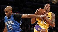 Náhradník Lakers Shannon Brown (vpravo) si 22 body vylepšil osobní rekord v NBA.