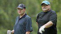 Někdejší majitel fotbalové Viktorie Plzeň a místopředseda ČMFS Miroslav Kříž (vpravo) s Ivanem Haškem během golfového turnaje osobností v Plzni.