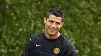 Cristiano Ronaldo přestupuje do Realu za neuvěřitelných 80 miliónů liber.