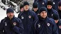 Fotbalisté Sparty nabírají fyzickou kondici ve Špindlerově mlýně.