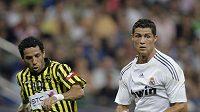 Cristiano Ronaldo v dresu Realu Madrid (vpravo) a Fahad Alselami z Al-Ittihad