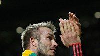 David Beckham s šálou kolem krku.