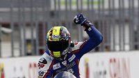 Karel Abraham se raduje ze třetího místa v GP Japonska.