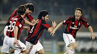 AC Milán začal sezónu remízou s Laziem.