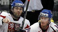Roman Červenka (vpravo) na střídačce národního týmu s Jaromírem Jágrem. Teď spolu hrají v Avangardu Omsk.