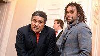 Bývalí fotbalisté Eusébio (vlevo) a Christian Karembeu se zúčastnili oslav 120. výročí založení Slavie.