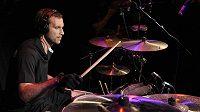 Petr Čech zahrál během loňského ME v Českém domě ve Vratislavi na bicí.