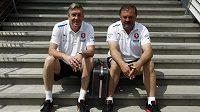Doktoři reprezentace Petr Krejčí a Petr Novák na tréninku týmu v polské Vratislavi