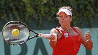 Petra Cetkovská v utkání proti Simoně Halepové v úvodním kole Roland Garros.