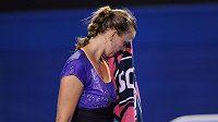 Zklamaná Petra Kvitová během utkání s Britkou Laurou Robsonovou.