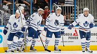 Radost hokejistů Toronta v utkání NHL proti Atlantě.