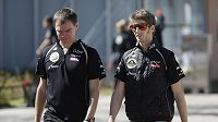 Francouzský pilot Romain Grosjean (vpravo).