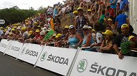 Prostor cíle je tisícovkami fanoušků obsazen už hodiny před finišem každé z etap Tour de France.