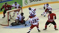 Jednou z opor českého týmu na světovém šampionátu v Ufě byl brankář Bartošák.