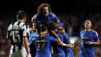Oscar z Chelsea se raduje z jedné ze svých dvou branek do sítě Juventusu.