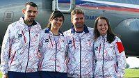 Střelci (zleva) Martin Podhráský, Lenka Marušková, Martin Strnad a Adéla Sýkorová při odletu na olympijské hry v Londýně.
