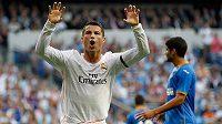 Cristiano Ronaldo(vpředu) oslavuje svůj gól do sítě Getafe ve španělské Primera División.