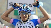 Domenico Pozzovivo z Itálie se raduje z vítězství v sedmé etapě Giro d'Italia.