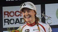 Alexandra Engenová ze Švédska se raduje z vítězství v Novém Městě na Moravě.