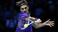 Švýcarský tenista Roger Federer postoupil na Turnaji mistrů v Londýně do semifinále.