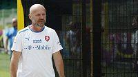 Michal Bílek odchází z tréninku týmu v polské Vratislavi
